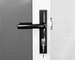 Xceed-Hinged-Lock