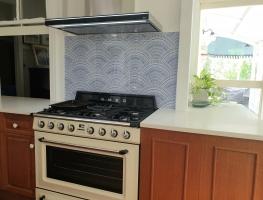 Blue-Fan-Tile-Pattern-digital-printed-glass-splashback-by-Graphic-Glass-Services