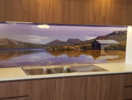 Cradle-Mountain-Digital-Printed-Glass-Spalshback-by-Graphic-Glass-Services-Brisbane-