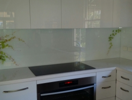 Digitally Printed Splashback - White Ivy by Graphic Glass Services