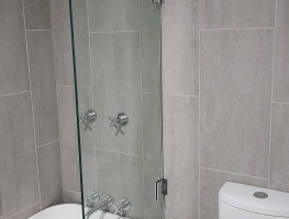 10MM GLASS SHOWERSCREEN BY GRAPHIC GLASS SERVICES QLD