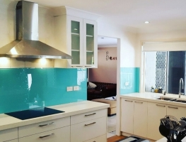 Colourback Glass Kitchen Splashback by Graphic Glass Services Qld