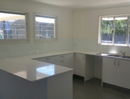 White on Low Iron Glass Splashback by Graphic Glass Services
