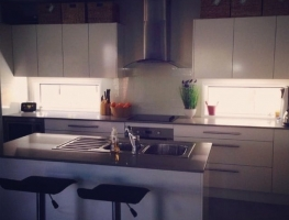 Colour Backed Glass Kitchen Splashback in Baker White by Graphic Glass Services Qld