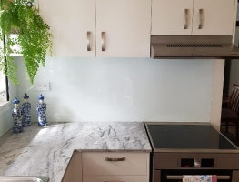 White Splashback with a Speckled Granite Benchtop by Graphic Glass Services 2